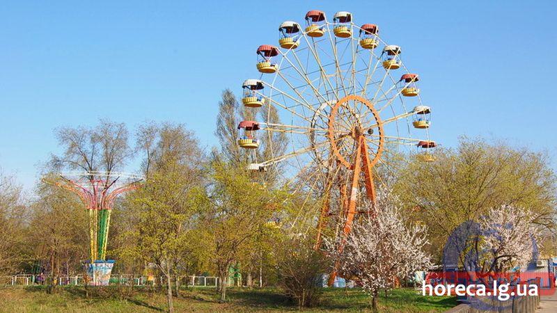 Парк 1 мая Луганск колесо обозрения